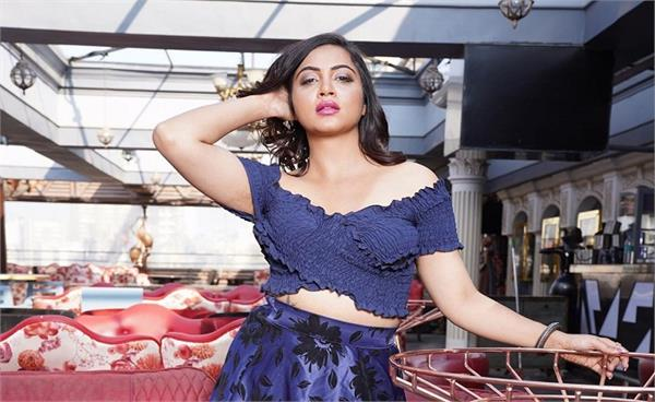 arshi khan says on television debate  claims pok is part of pakistan