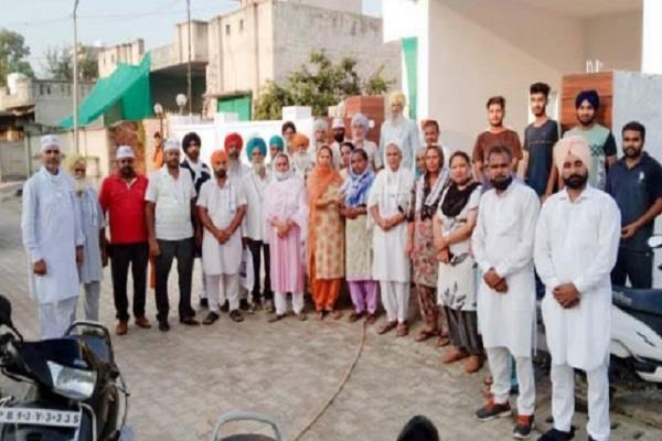 dozen families joins aap