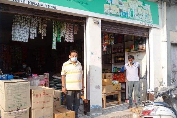 theft of cash by breaking the shutters of 5 shops in one night