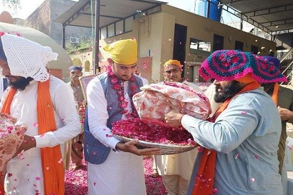 muslim family sri guru granth sahib