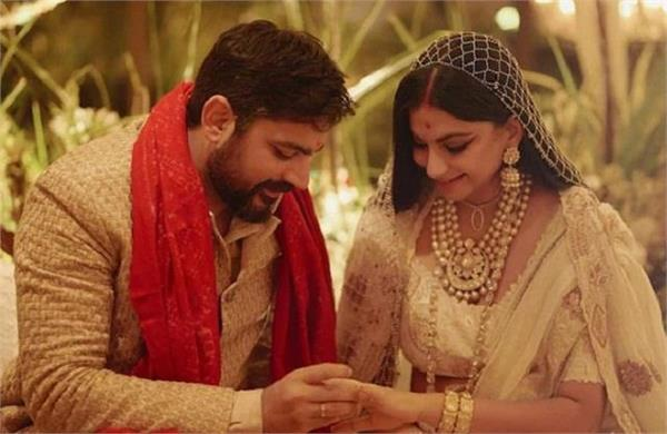 riya kapoor celebrates dussehra husband karan bulani new home