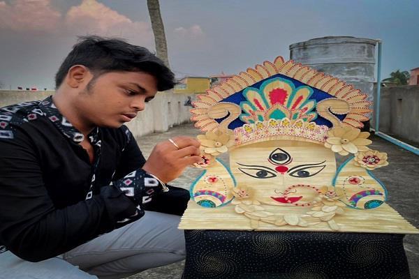 artist made an idol of goddess durga  using 275 ice cream sticks