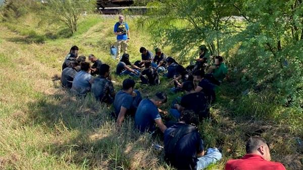texas  border patrol agents arrest 24 illegal immigrants