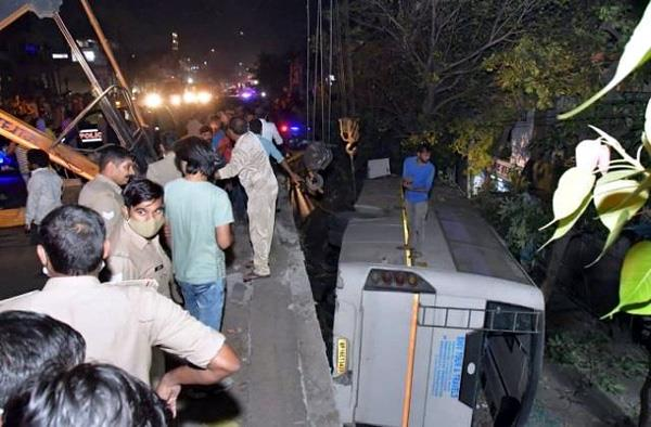 ghaziabad  bus falls below bhatia turn flyover