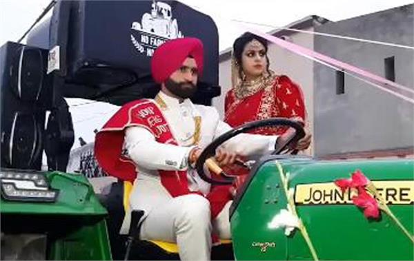 anoopjot singh reached kukra village on a tractor