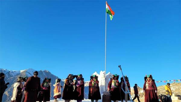 celebrating at height of 15000 feet in kargil hoisted the tricolor with grace