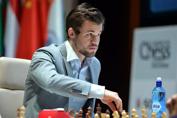 chess star magnus carlsen becomes highest earning player of 2020