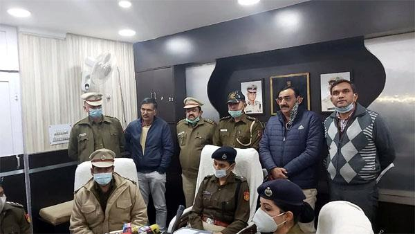 robbery of crores was done in the showroom of reliance  7 arrested