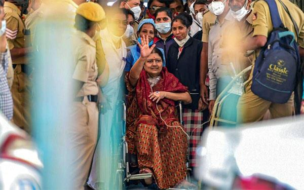 sasikala recovers from corona  will be discharged from hospital today