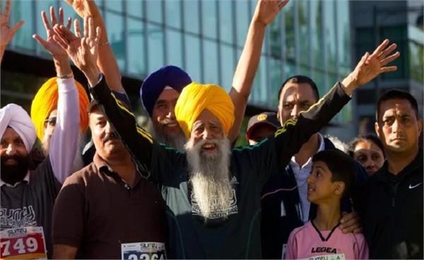 omung kumar to direct biopic based on world s oldest marathon runner fauja singh
