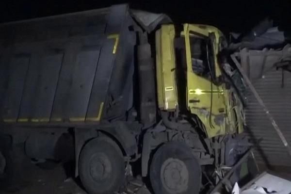 gujarat surat truck hit footpath death