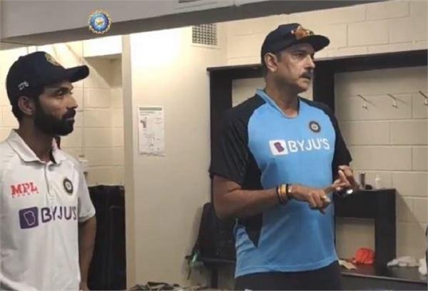 ravi shastri  indian team  players  dressing room  applause