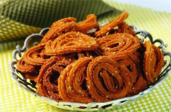 cooking tips  how to make gujarat  s famous   kurkari chakli   in home kitchen