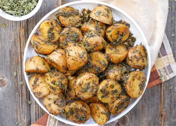 potato fenugreek is beneficial for health as well as maintaining the taste