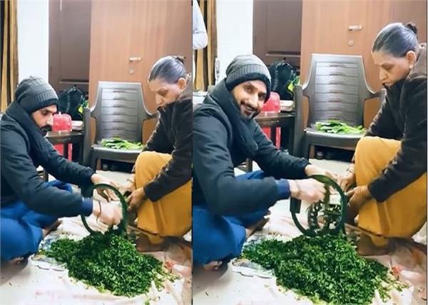 harbhajan singh helps mother kitchen work