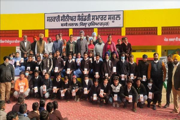 smartphones donated by mla gilji to students of various schools