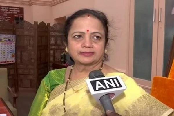 mumbai mayor youth threatened arrested