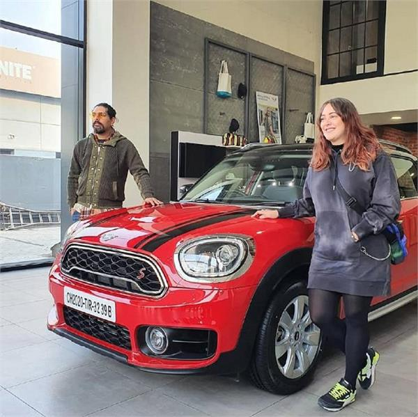 former indian cricketer  yuvraj singh  buys  mini countryman  car