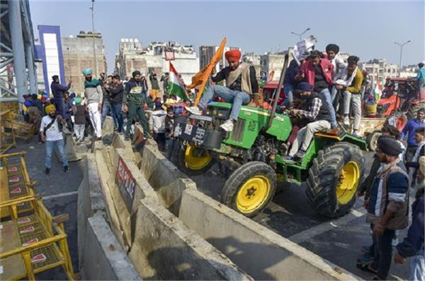 red fort farmers police lathicharge delhi net suspended