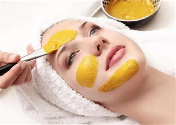 be sure to use a turmeric face pack to get rid of wrinkles and blemishes