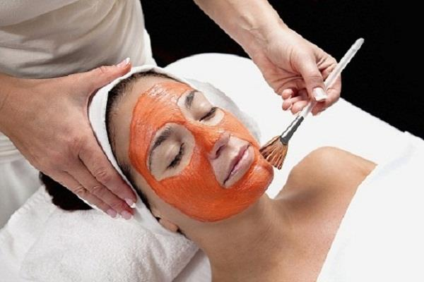 dry and lifeless skin face pack made with carrots