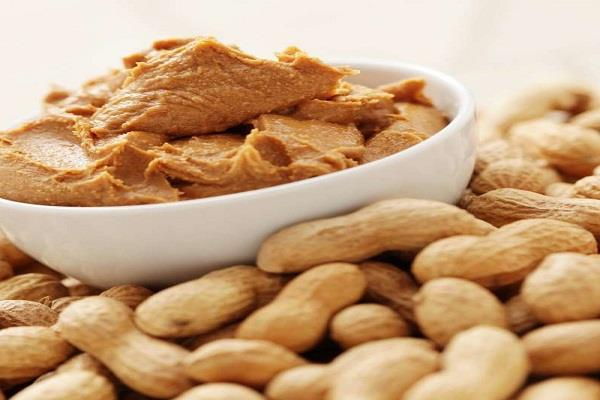 eating a handful of peanuts is beneficial heart and mind healthy