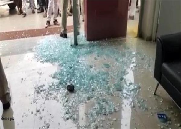 congress leader  home  attack  ludhiana