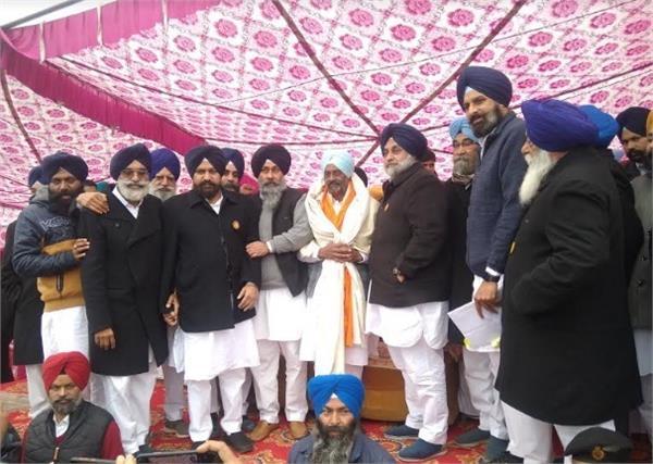 captain has become bjp leader  not congress  sukhbir