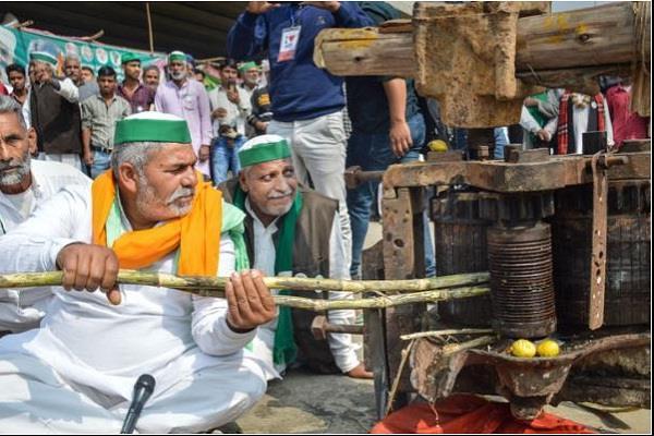 rakesh tikait farmer sugarcane juice ghazipur border