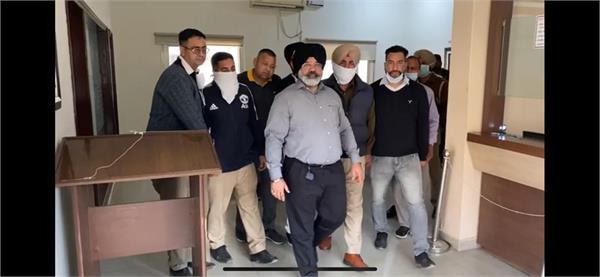 vigilance arrests asi for taking bribe