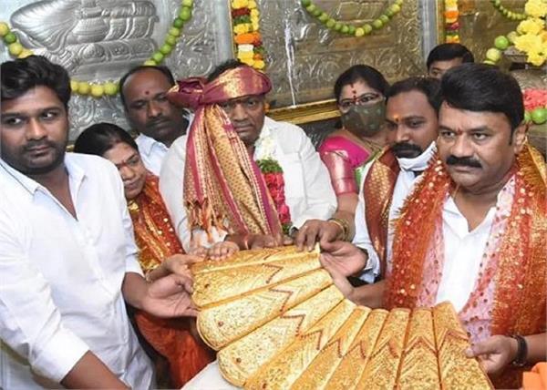 k chandrasekhar rao birthday saree of gold in temple