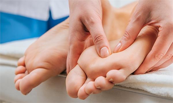 foot massage joint pain headache blood pressure acid