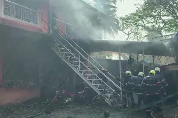 mumbai lpg cylinder fire 4 people injured