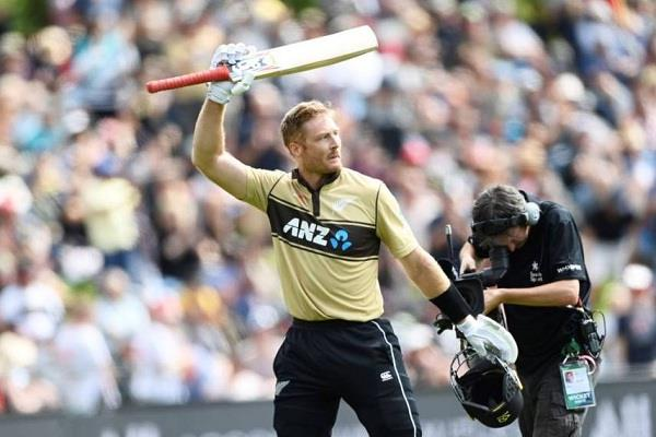 new zealand beat australia by 4 runs in the second t20