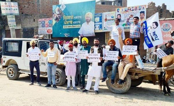 aap protests in the city against rising oil and gas prices