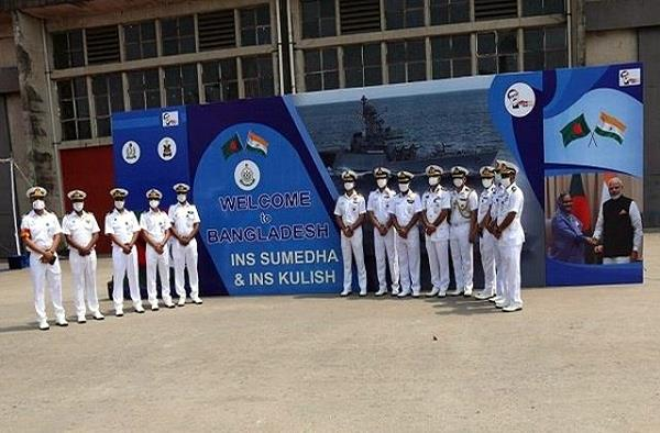 indian navy ships reach bangladesh will pay tribute to the martyred soldiers