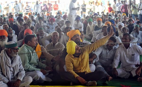 farmers protest  now cold and juicy at dharna place
