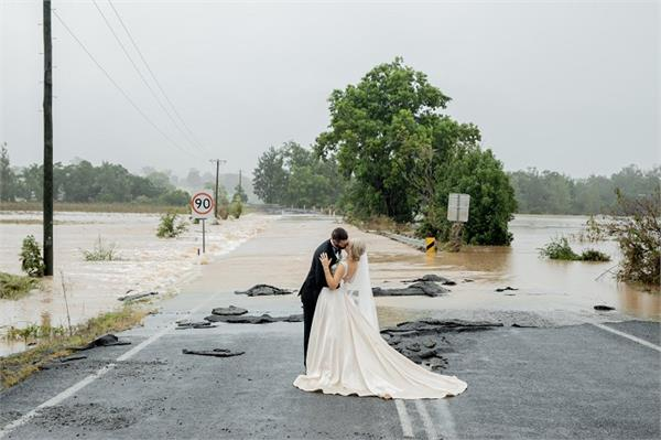 nsw bride wedding photo helicopter flood rescue