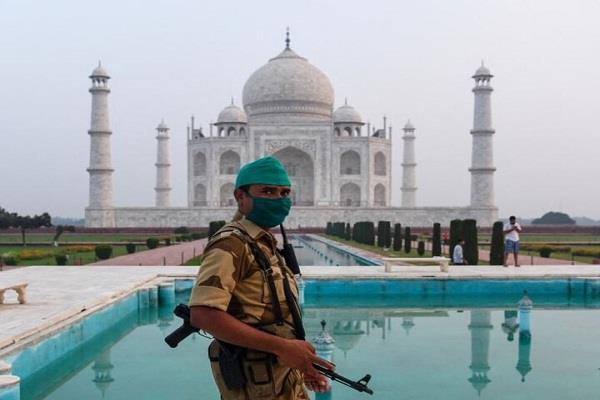 taj mahal explosives tourists police