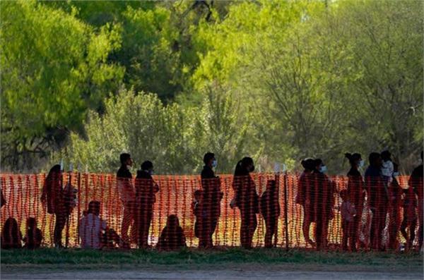 300 migrants  found crammed  trailer trucks mexico