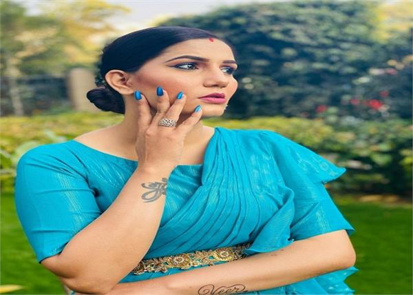 sapna chaudhary blue saree photoshoot haryana