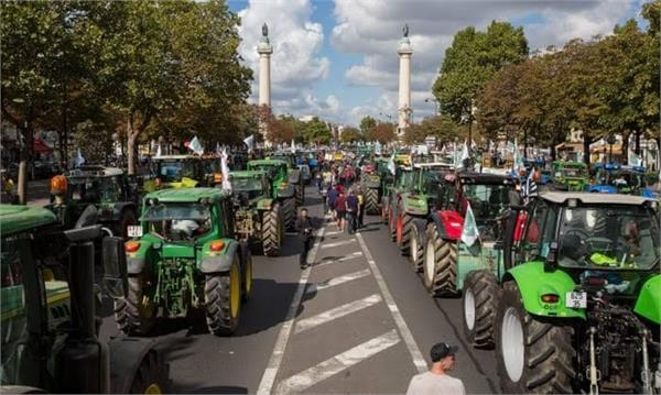 french  farmers protest  low earnings