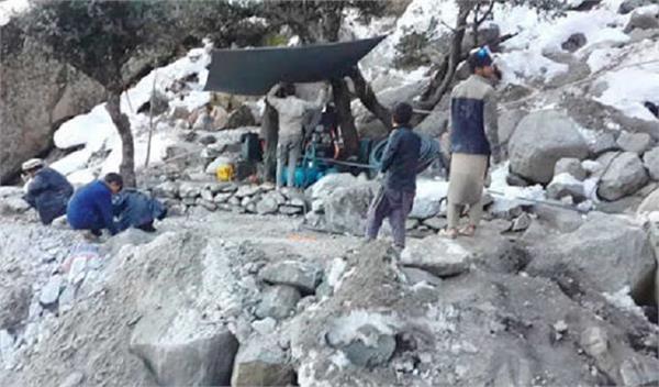 afghanistan  avalanche  kills 14  injures 5