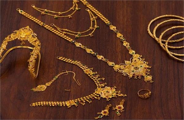 gold prices fall sharply  rs 12 000 cheaper than highs