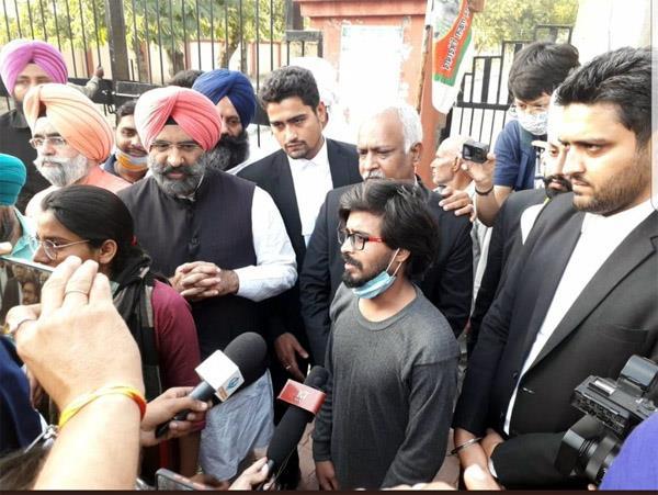 nodeep kaur  s partner shiv kumar released from jail