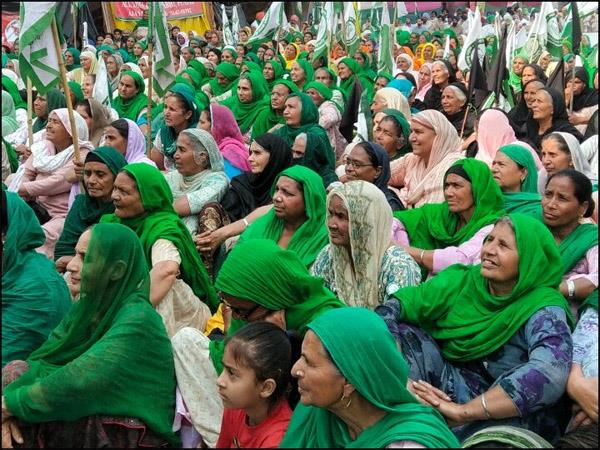 women took the stage of the farmers   movement on women  s day