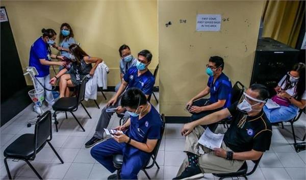 philippines starts rollout of china s sinovac covid 19 vaccine