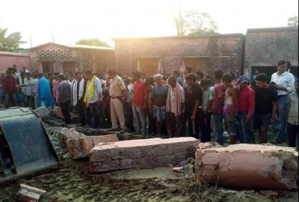 6 killed in bihar school collapse