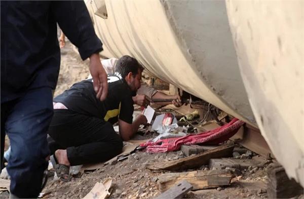 train derailment in egypt  100 passengers injured