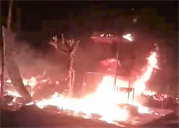 miscreants set fire  8 huts burnt to ashes